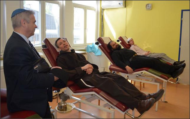 Predstavnici religijskih zajednica zajednički davali krv